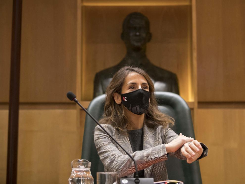 La concejal de Hacienda, María Navarro, en una comisión de su Área