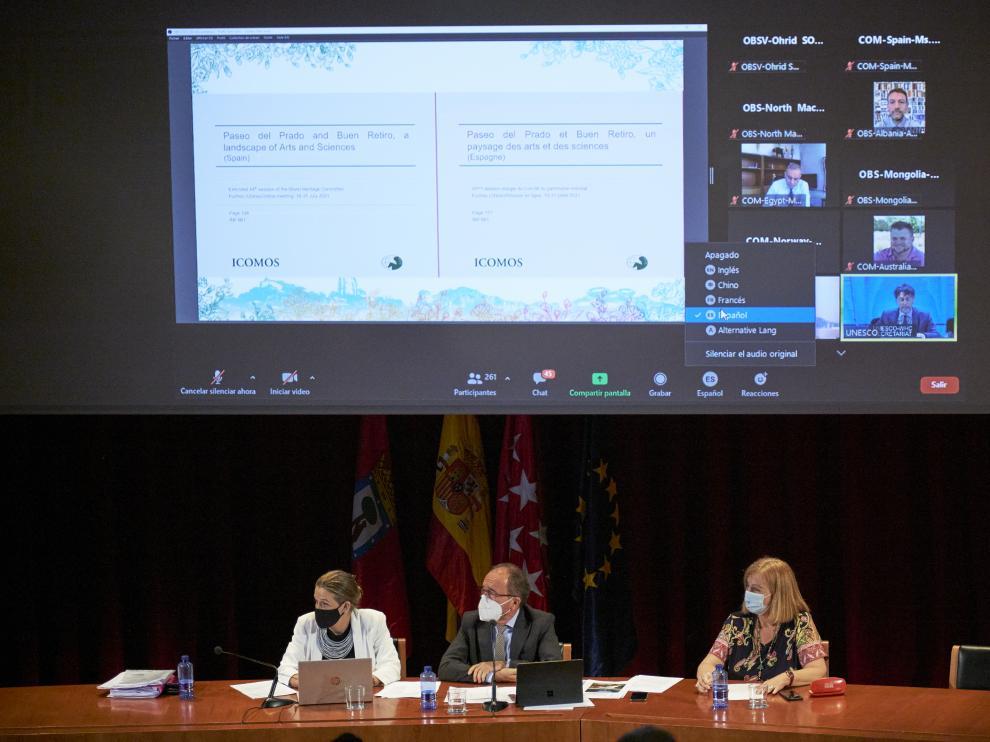 El embajador de España en la Unesco, Juan Andrés Perelló (centro), durante la retransmisión del 44º Comité de Patrimonio Mundial de la Unesco, en el Auditorio del Museo del Prado, a 23 de julio de 2021, en Madrid (España).