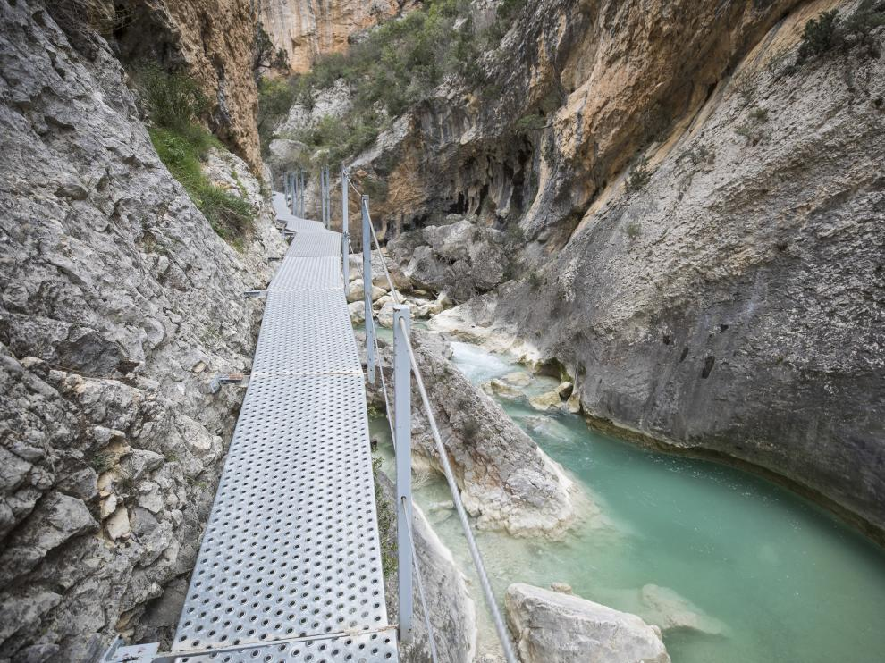 Las pasarelas que recorren el cañón del río Vero en Alquézar (Huesca).