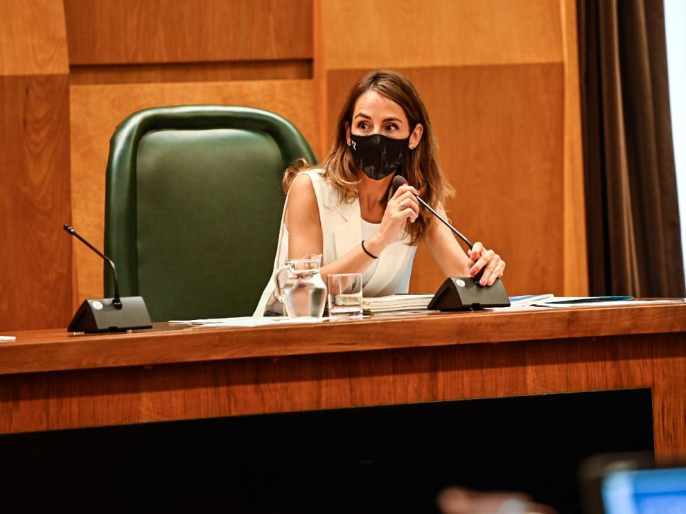 La concejal de Hacienda, María Navarro, al comienzo del pleno de este jueves.