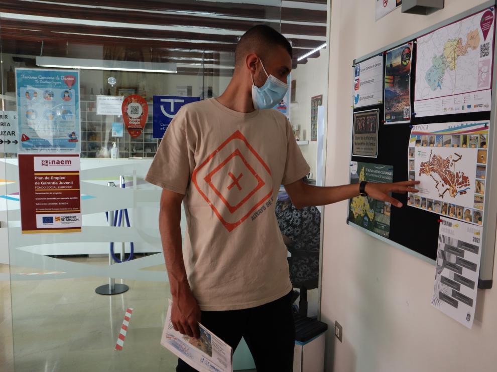 Mohammed Bouraya, universitario de Turín, hace prácticas en la oficina de turismo de Daroca.