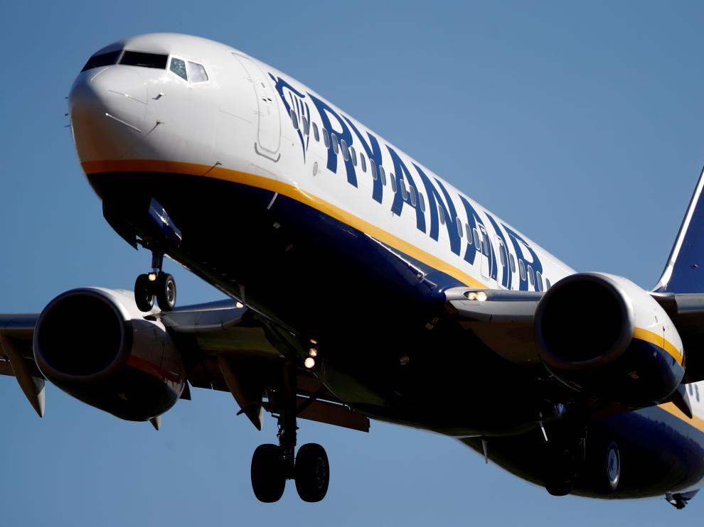 Un Boeing 737 de la compañía Ryanair en pleno vuelo.
