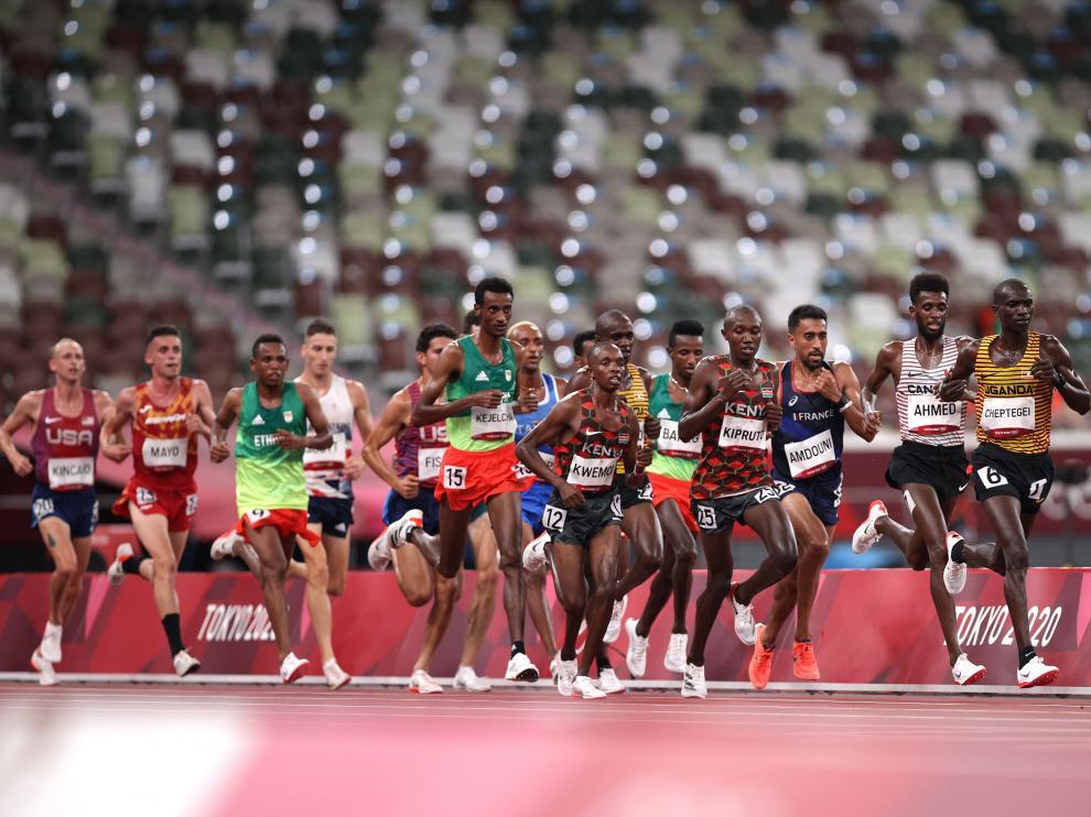Carlos Mayo en la final de 10.000 metros masculina en Tokio