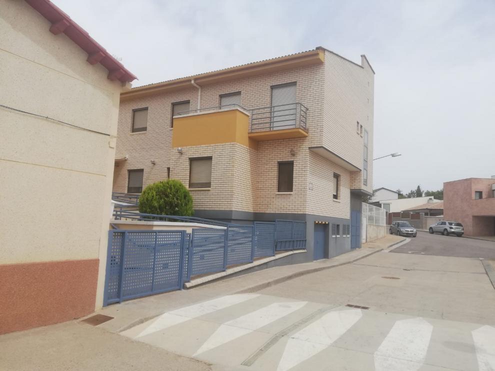 Exterior de la residencia de Grañén afectada por el brote