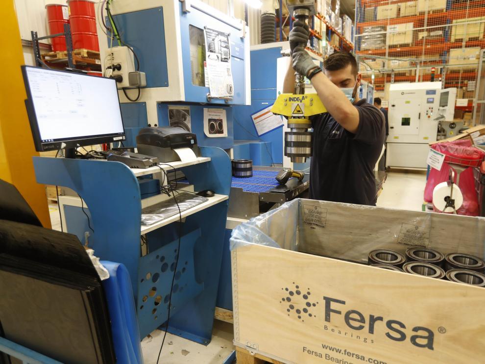 Producción de rodamientos en la planta de Fersa de Zaragoza.