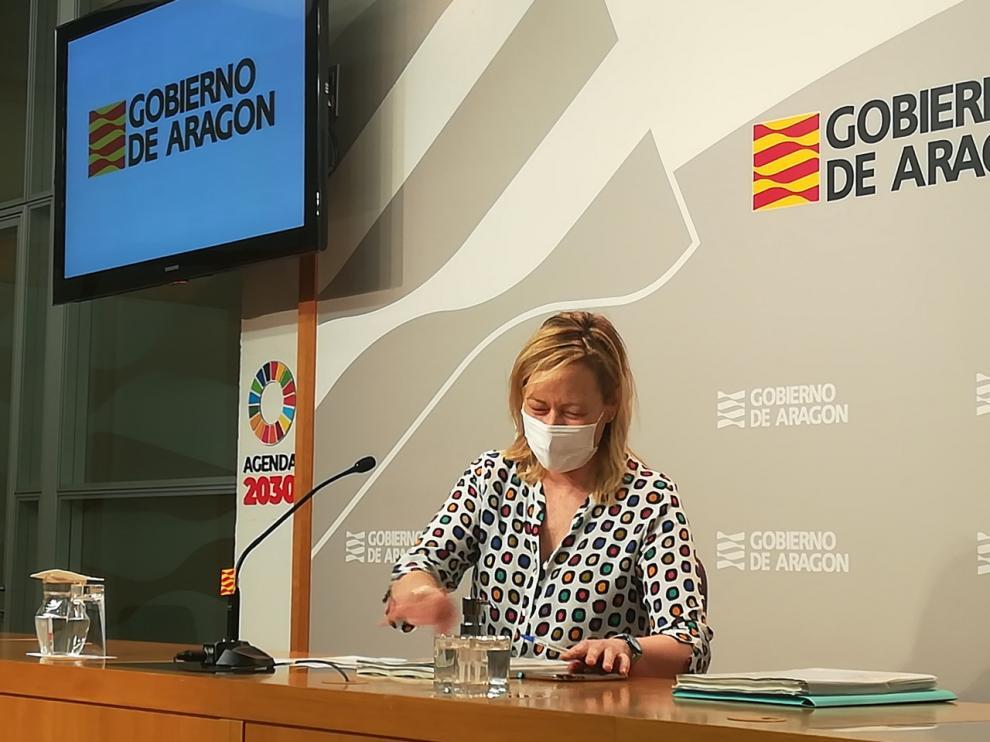 La consejera de Economía, Marta Gastón, hoy al presentar en rueda de prensa los datos del paro registrados en julio en Aragón.