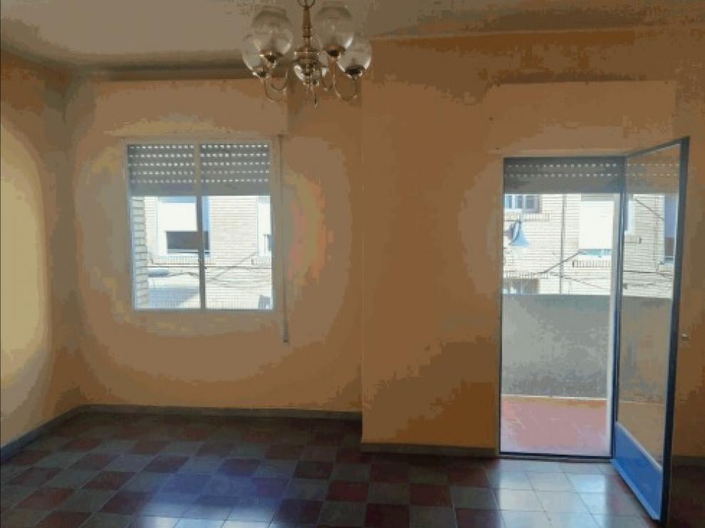 Imagen de la vivienda de Jaca que subasta el Adif.