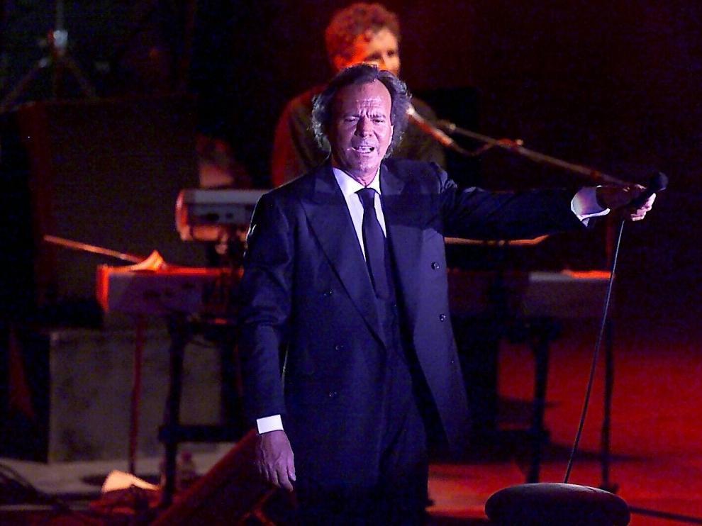 Actuación de Julio Iglesias en el Festival Vino Somontano el 4 de agosto de 2001.