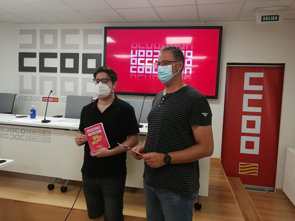 Andrés Mingueza y Guillermo Herraiz, de Comisiones Obreras Aragón, al presentar el informe.