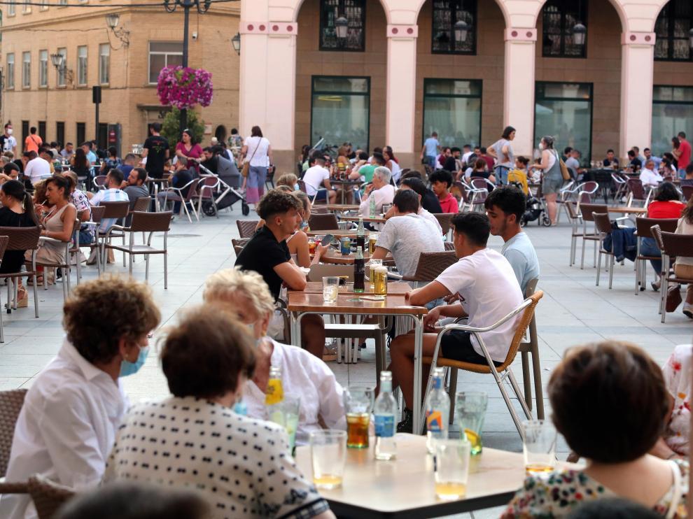 Ambiente en las terrazas del centro de Huesca este sábado.