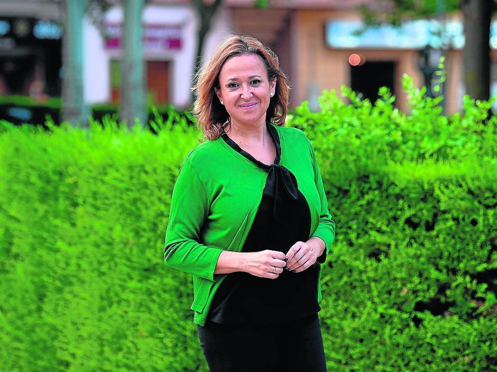 La consejera de Presidencia, Mayte Pérez, en el parque de La Estrella de Teruel.