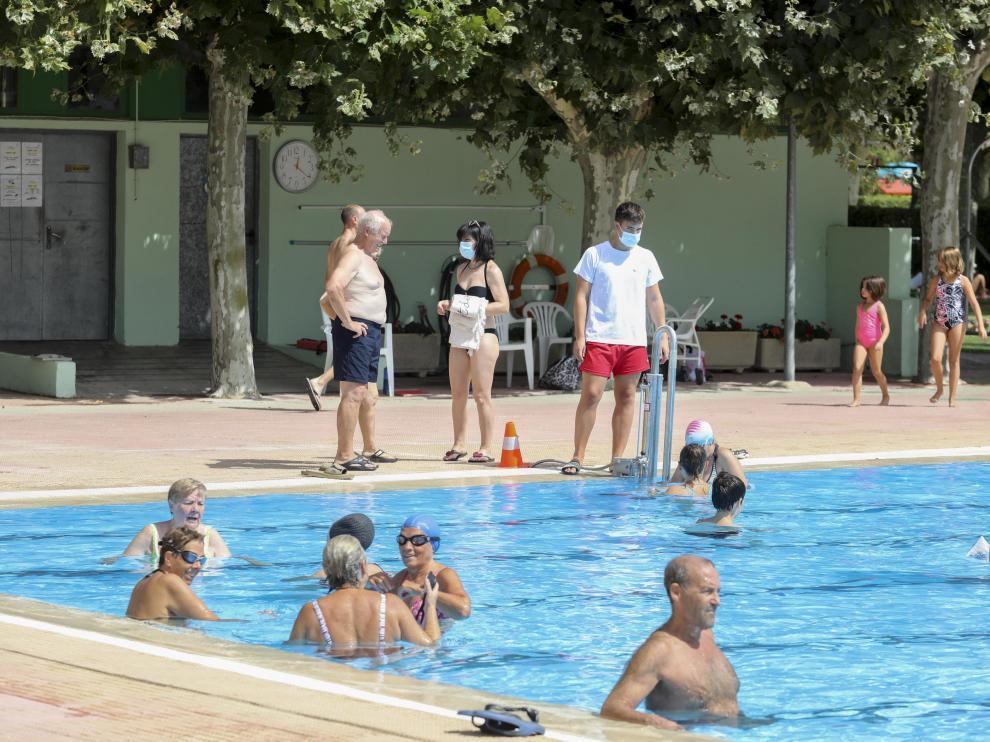 Ambiente en la mañana de este jueves en la piscina de San Jorge.