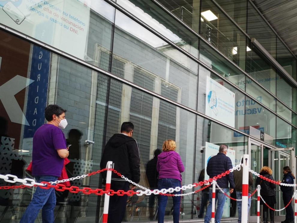 La Comunidad de Madrid vacuna sin cita desde este viernes en el Hospital Isabel Zendal y el Wizink Center.