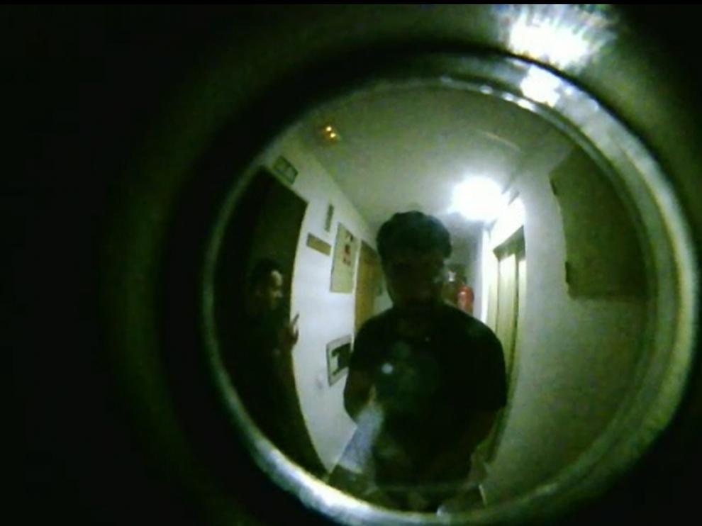 Imagen a través de la mirilla de los presuntos ladrones.