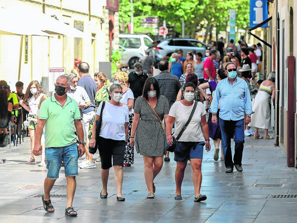 Jaca registró ayer una gran afluencia de turistas pese a las restricciones y el toque de queda.
