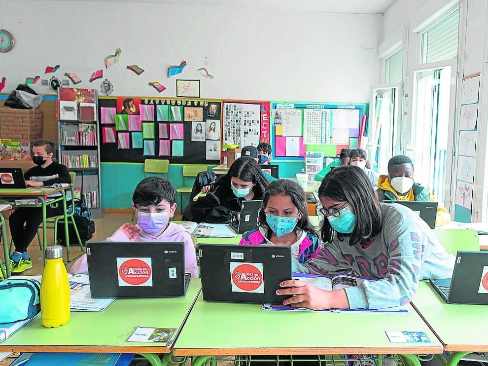 Un grupo de alumnos del colegio Juan XXIII de Zaragoza, durante el curso pasado.