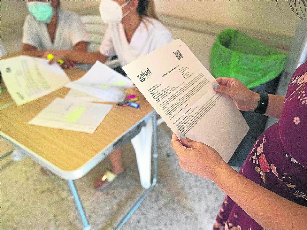 Una embarazada, de 16 semanas, acude a vacunarse tras la recomendación de su ginecólogo.