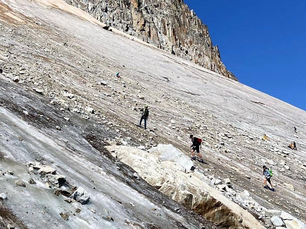 Muchas personas suben al glaciar del Aneto sin el equipamiento adecuado.