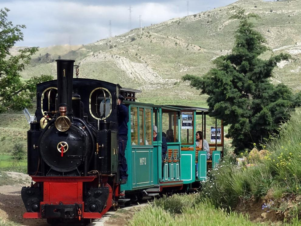 El tren minero de Utrillas conecta el casco urbano con el pozo de Santa Bárbara