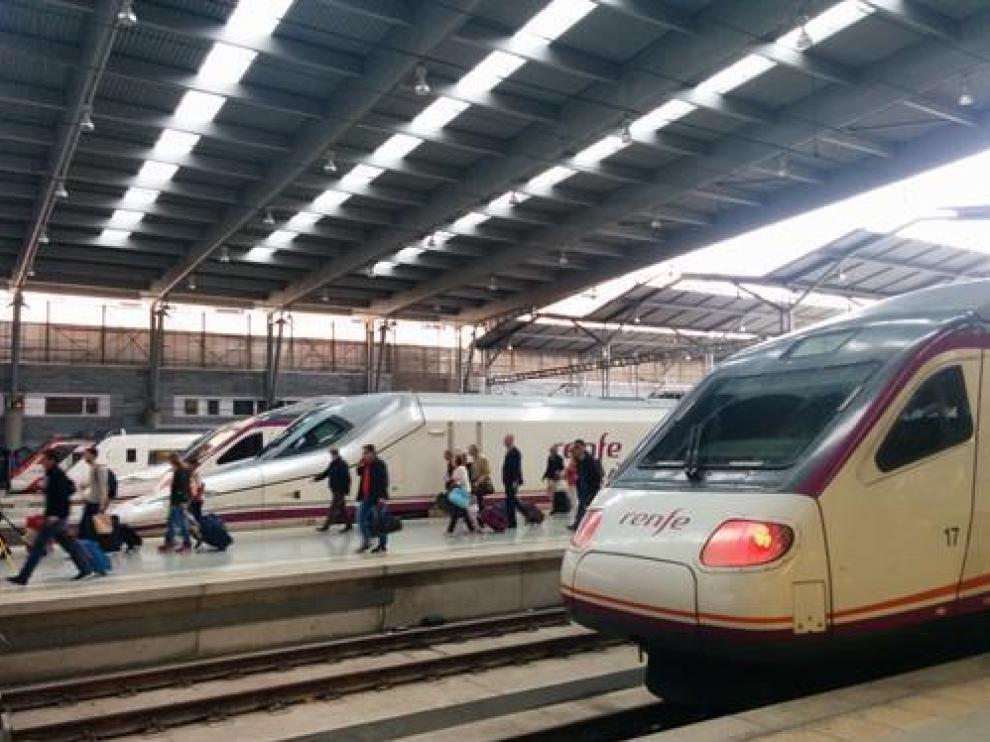 Imagen de archivo de treves AVE en la estación María Zambrano de Málaga