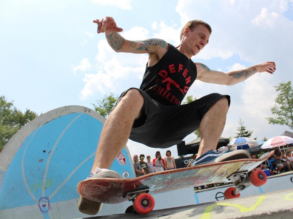 La primera meta para las personas que quieran iniciarse en el 'skate' ha de ser la de moverse con soltura encima de la tabla.