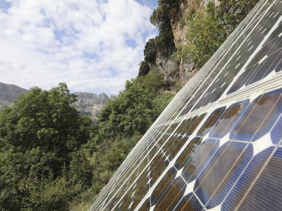 Las placas solares que se utilizaban para dar luz a la aldea.