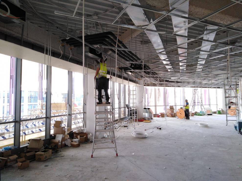 Los operarios están habilitando 800 metros cuadrados de espacio para nuevos usos en la Ciudad de la Justicia de Zaragoza.