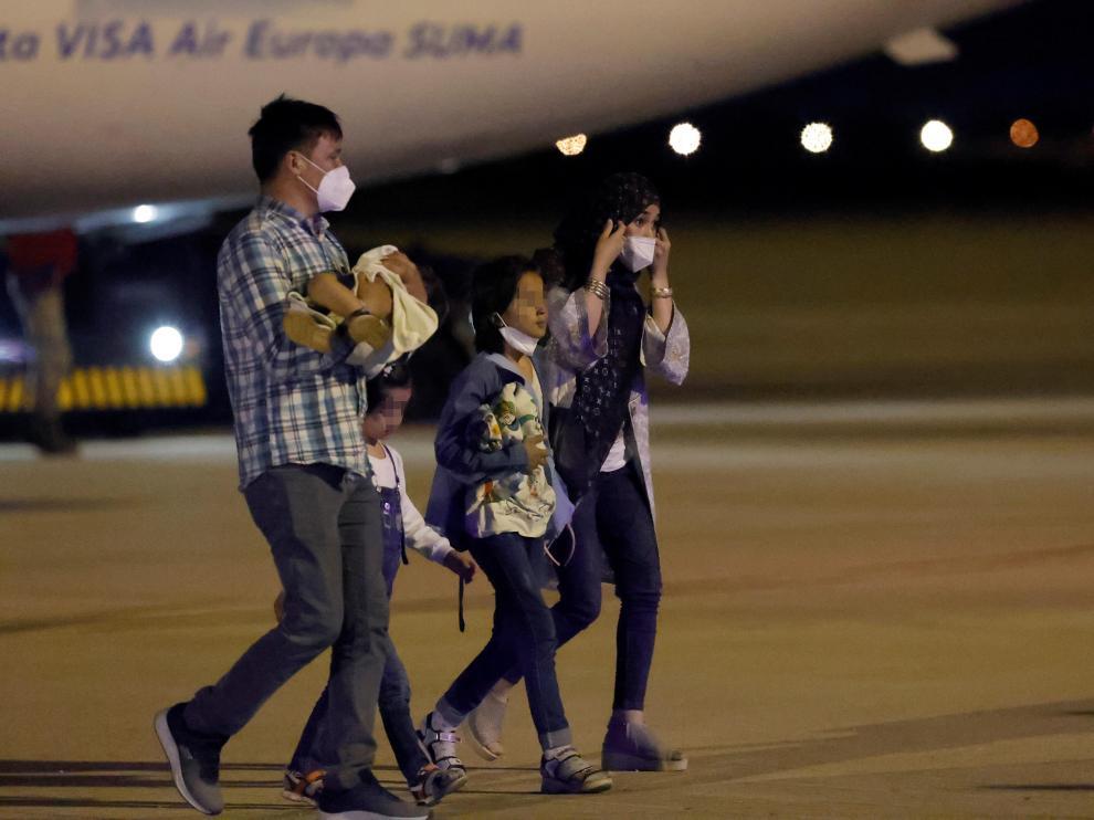 Llega un nuevo avión con refugiados afganos a la base aérea de Torrejón
