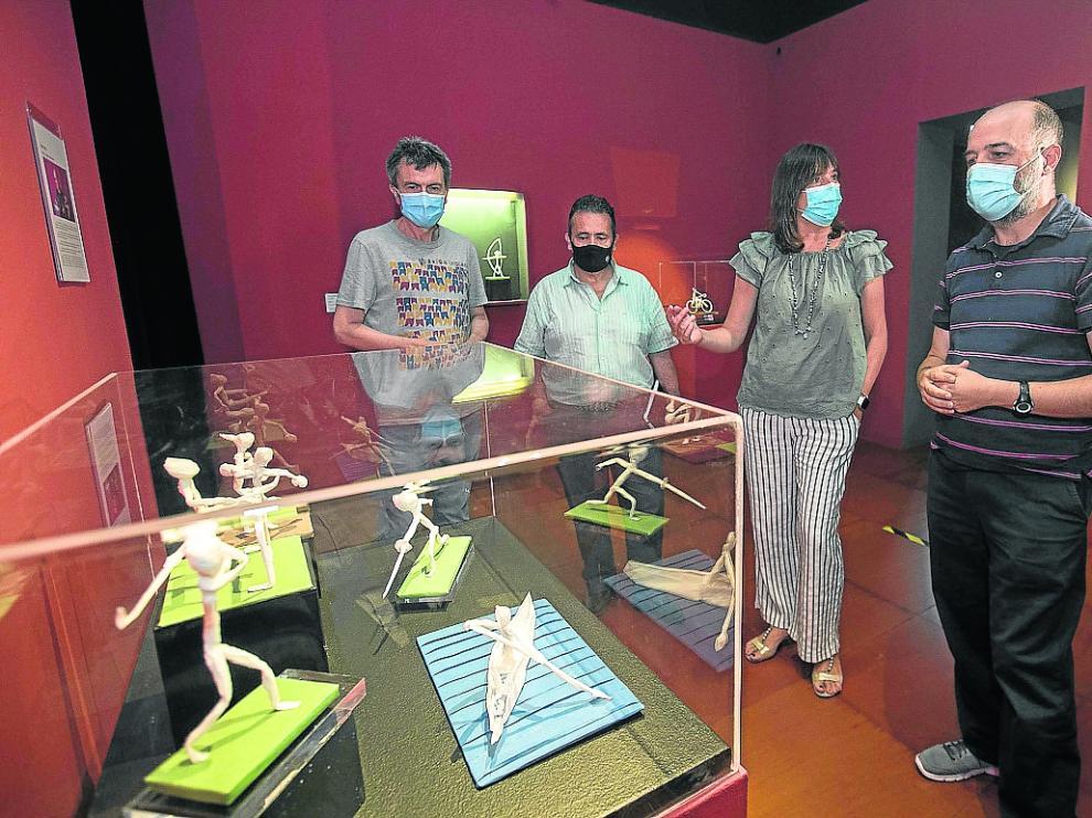 Antonio Barrachina, Felipe Moreno, Lola Ranera y Jorge Pardo, ayer, en la Escuela Museo del Origami.