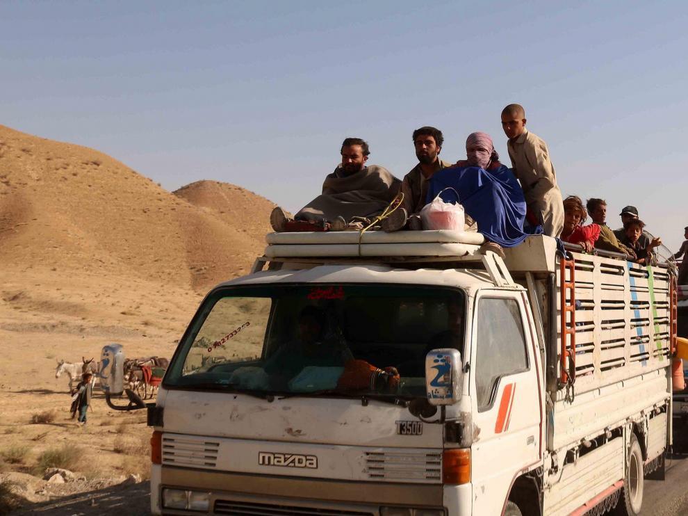Gente huyendo de sus casas en Afganistán.