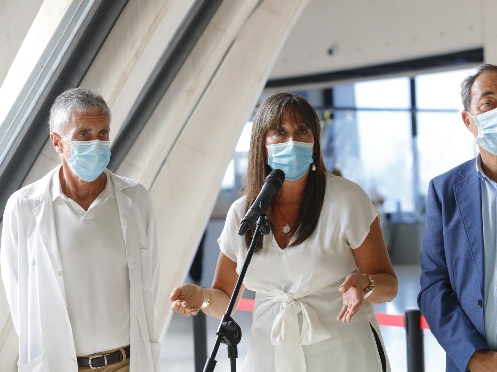 Visita de Sira Repollés al Centro de Salud de Santa Isabel