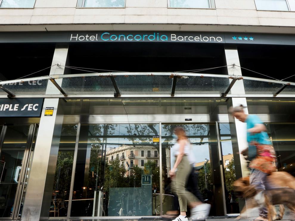 Investigan la muerte de un niño en un hotel de Barcelona y buscan al padre