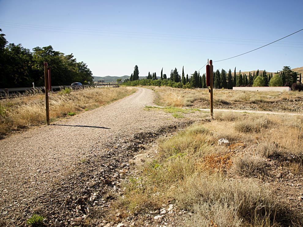 Tramo ya acondicionado del camino rural Santander - Mediterráneo, de las antiguas vías del tren del Jiloca en el tramo de Daroca.