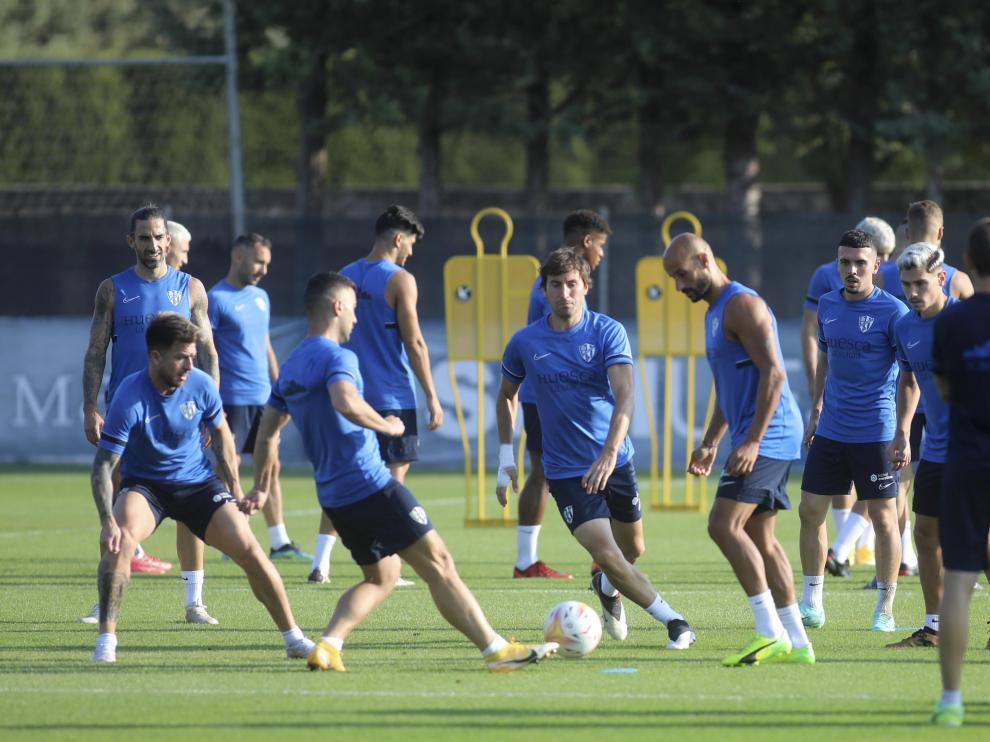 La SD Huesca entrenó el jueves por la mañana antes de viajar a Las Palmas de Gran Canaria.