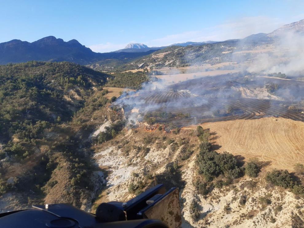 El incendio afecta a una zona agrícola y arbolada.