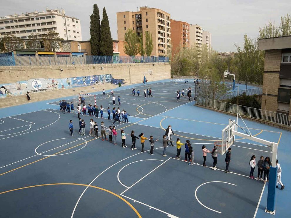 El recreo del colegio el Buen Pastor de Zaragoza. Covid. Mascarillas. Cole. gsc