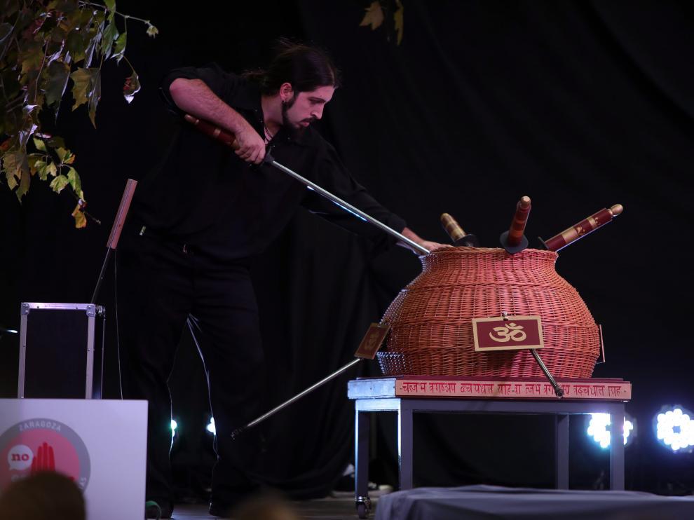 Una actuación de magia en el Casco durante las Fiestas del Pilar de 2018