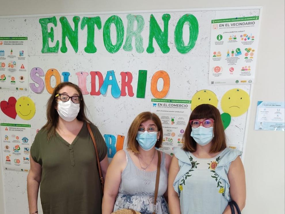 Miembros de AFEDABA, con la diputada de Educación, Bienestar Social e Igualdad de la DPT, Susana Traver.
