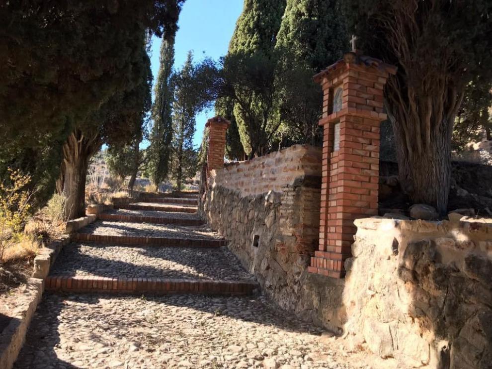 Una de las subidas a la ermita del vía crucis de Alloza.