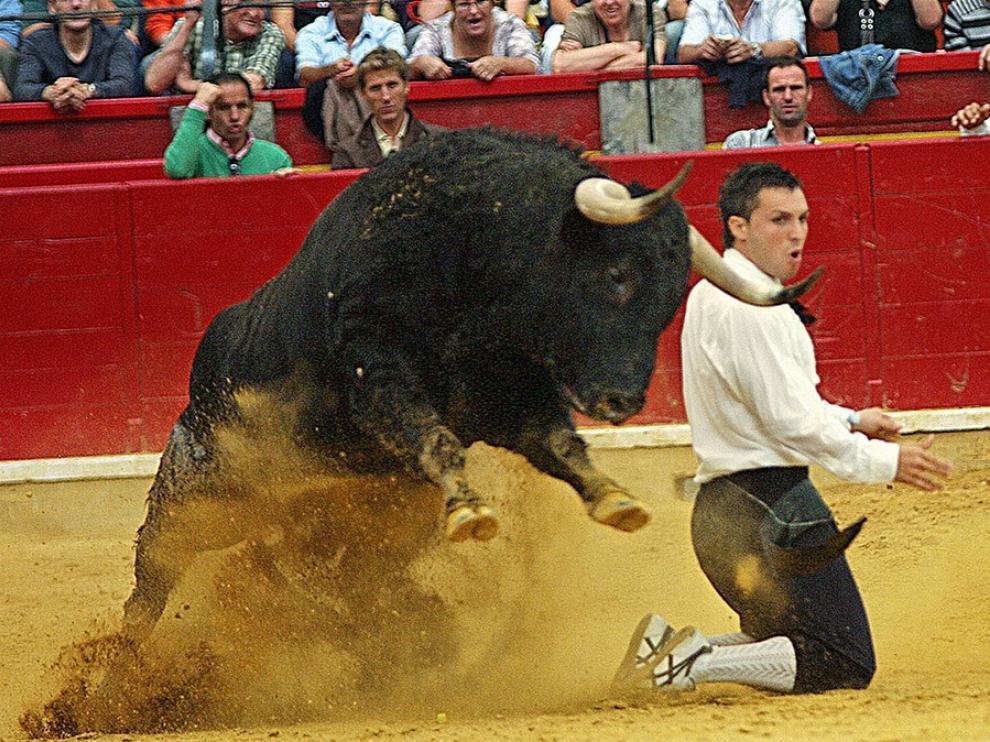 David Cortés, en su clásico quiebro rodilla en tierra.