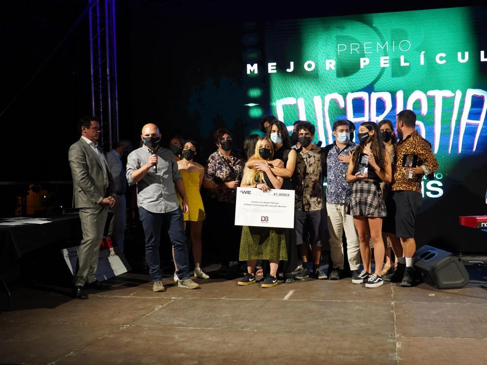 El equipo de 'Eucaristía', con el premio a Mejor Película.