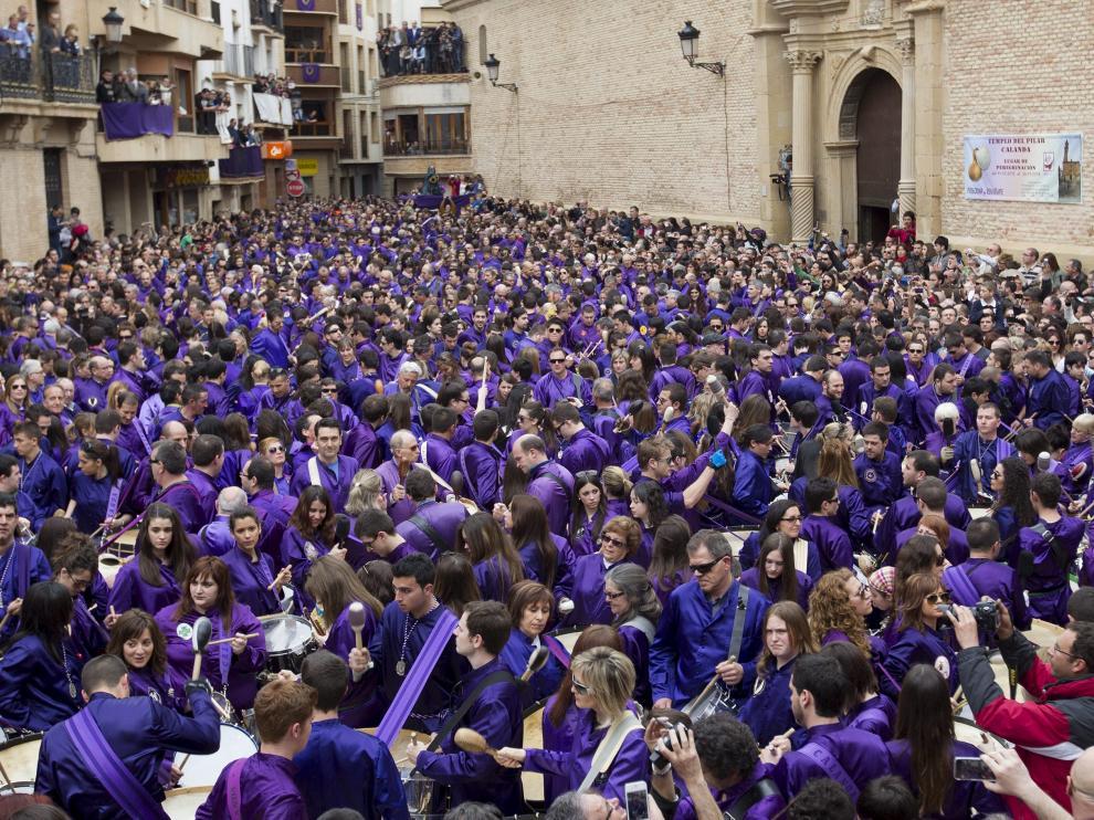 Imagen de la Semana Santa en la Plaza de España de Calanda.