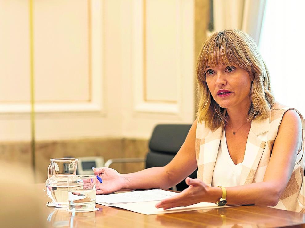 Pilar Alegría, ministra de Educación, durante la entrevista que concedió a HERALDO.