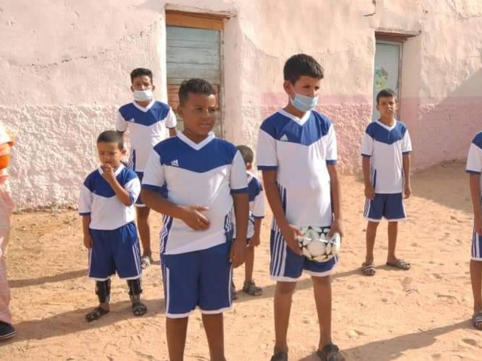Niños saharauis de los campamentos de refugiados en Tinduf (Argelia).