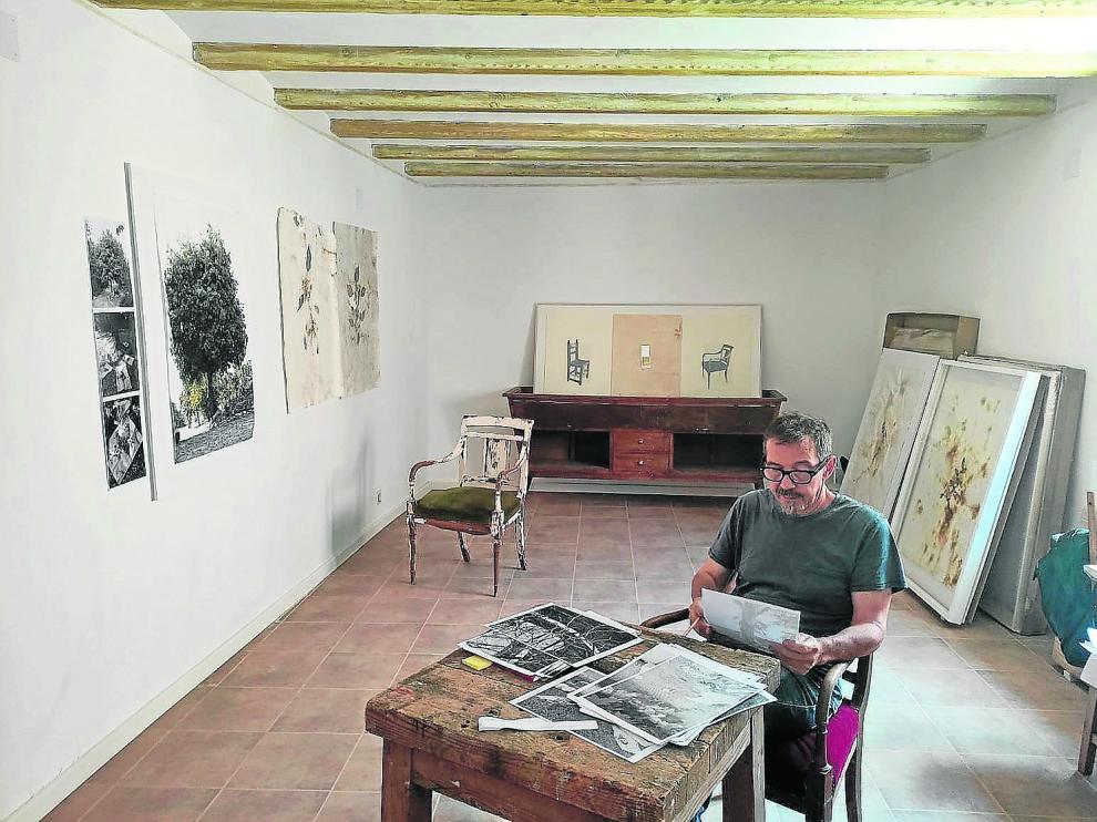 El estudio de la primera planta: Calero, que trabaja la escultura, la fotografía, el dibujo y las instalaciones, prepara más exposiciones.
