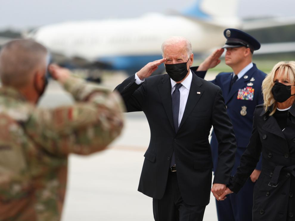 El presidente Joe Biden y Jill Biden a su legada a la base aérea de Dover.