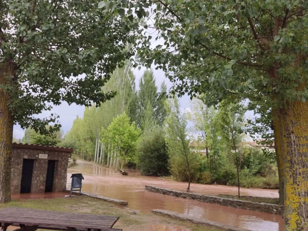 El nivel del agua subió este lunes en el río Mijares a su paso por Cedrillas.
