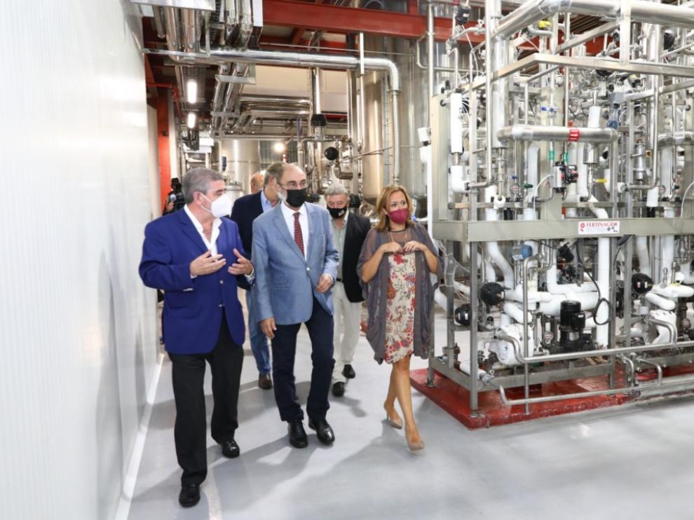 El presidente aragonés, Javier Lambán, y la consejera Mayte Pérez, en su visita a la fábrica de Utrillas Fertinagro Biotech