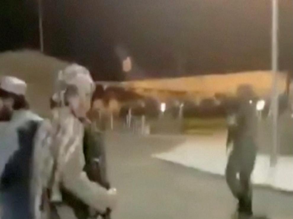 Los talibanes toman el aeropuerto de Kabul tras la retirada estadounidense.
