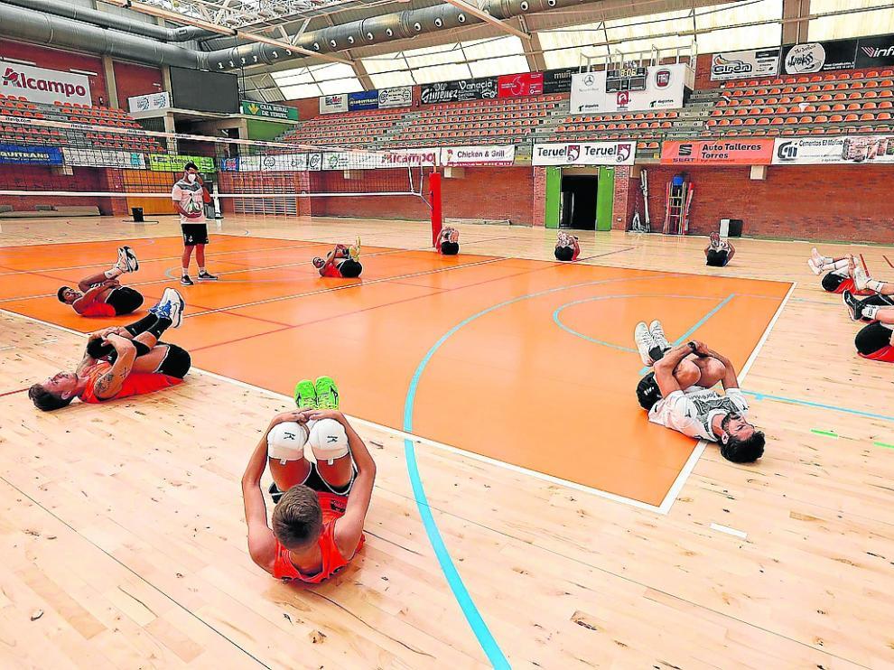 Primeros entrenamientos del equipo en el pabellón Los Planos de cara a la nueva temporada.